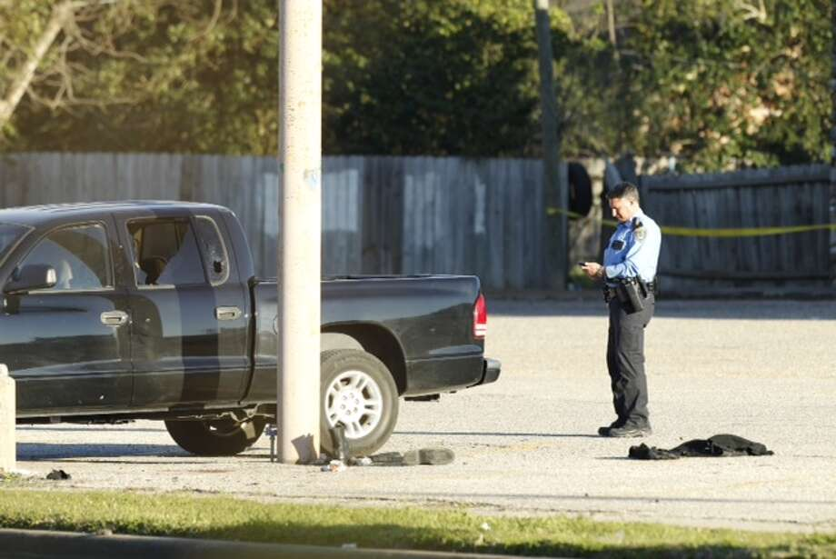 Houston police respond to a report of a standoff near Chimney Rock. (Brett Coomer/Chronicle)