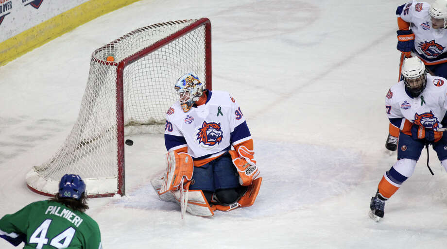 Bridgeport Sound Tigers goalie Kenny Reiter (30) lets one go by in the first period against the Connecticut Whale on Sunday, March 3, 2013. Photo: Unknown, B.K. Angeletti / Connecticut Post freelance B.K. Angeletti