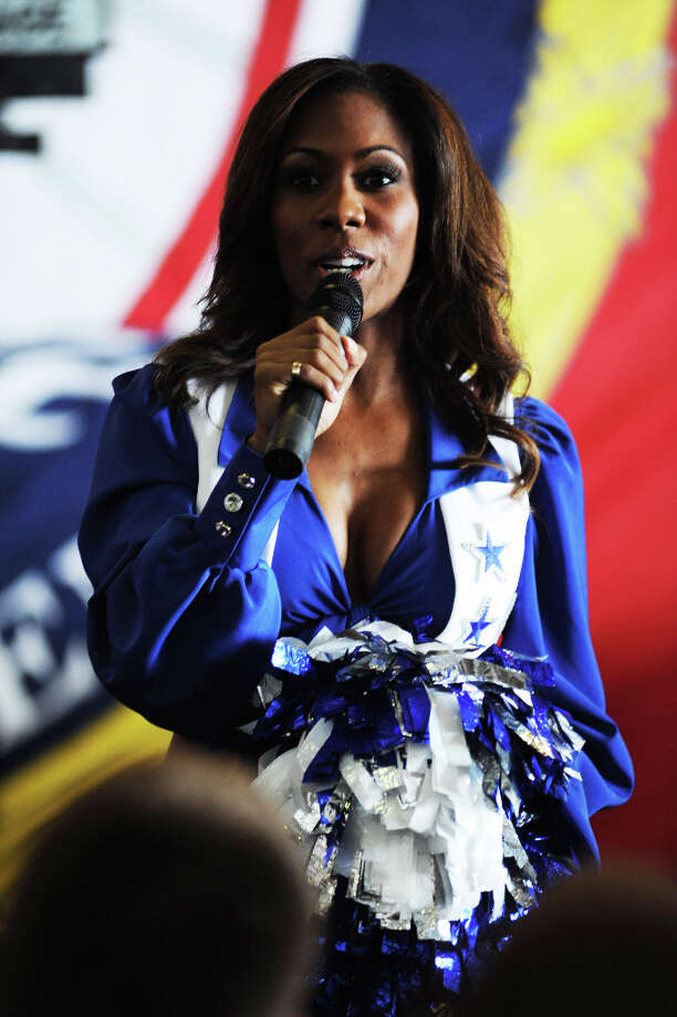 Dallas Cowboys cheerleader Jackie Bob addresses Sailors of the aircraft carrier USS John C. Stennis (CVN 74) during a USO sponsored visit. (U.S. Navy photo by Seaman Seth Coulter) Photo: SN Coulter / DIGITAL