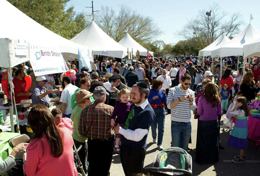 A crowd of people line up to the different booths serving chili during the 3rd Annual Houston Kosher
