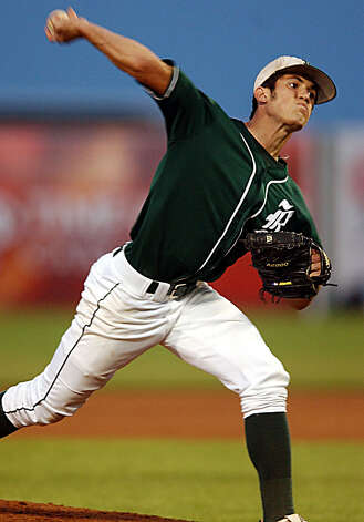 Reagan vs Moody: Reagan pitcher Jeff Manship throes a 90 mph curve ball during their game against Corpus Christi Moodyat Robstown Avaitors Stadium Friday May 30, 2003. DELCIA LOPEZ/STAFF Photo: DELCIA LOPEZ, Express-News / SAN ANTONIO EXPRESS NEWS