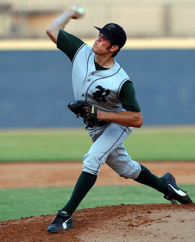 Reagan pitcher Jeff Manship hurls a pitch against Austin-Crockett in Game 1 of the 5A Regional quarterfinal playoffs on Wednesday, May 14, 2003. (Kin Man Hui/staff) Photo: KIN MAN HUI, Express-News / SAN ANTONIO EXPRESS-NEWS