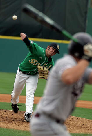 Notre Dame's Jeff Manship pitches against Southern Illinois University at Wolff Stadium in San Antonio Friday March 17, 2006. Manship is a former Reagan High School standout and is considered a pro-league prospect. (MIKE KANE) Photo: MIKE KANE, Express-News / © San Antonio Express-News