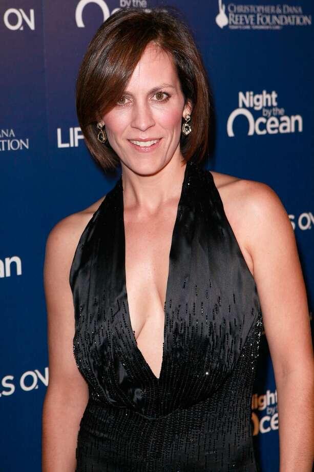 Annabeth Gish played Agent Monica Reyes.