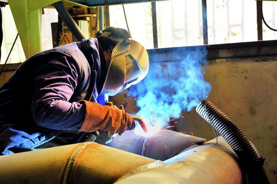 welding with mig mag method Photo: Laurentiu Iordache / iStockphoto