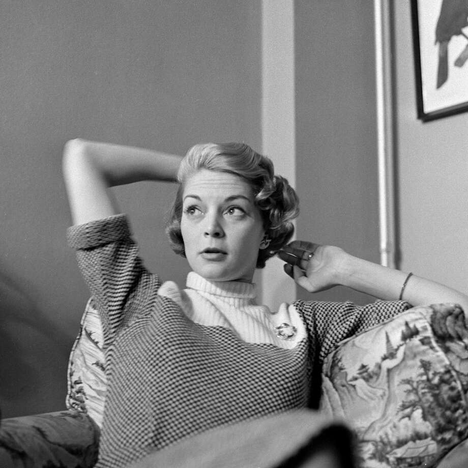 """Jean Patchett helped define the look of the American woman in the 1950s, but she was still considered a """"supermodel"""" in the 60s. Photo: CBS Photo Archive, Getty Images / 1955 CBS Photo Archive"""