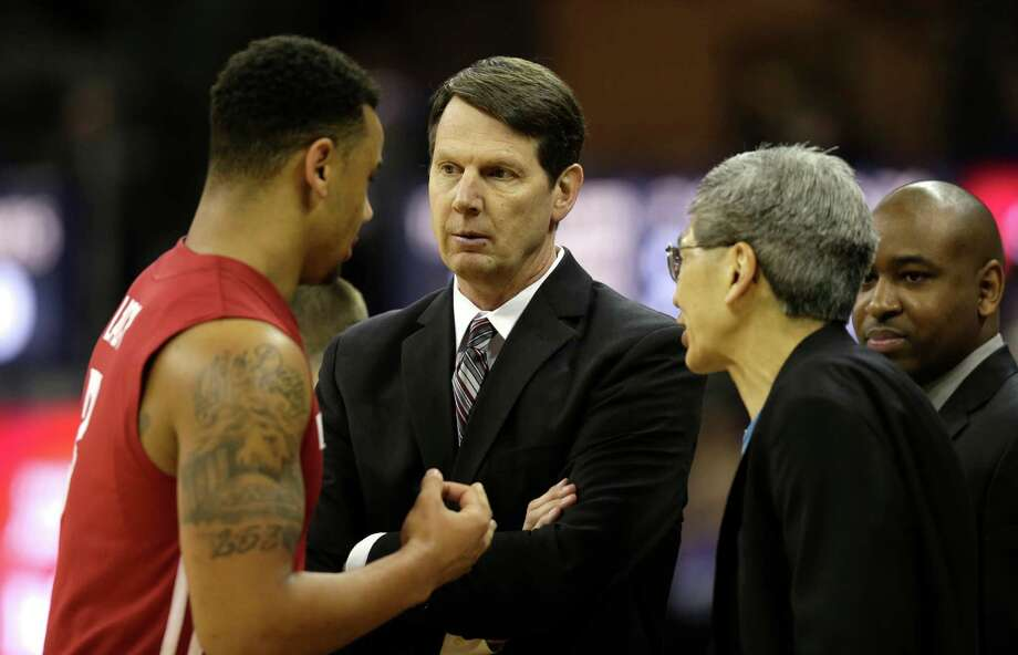 Washington State head basketball coach Ken Bone, second from left, talks with Washington State's DaVonte Lacy, left, during an NCAA college basketball game between Washington and Washington State, Sunday, March 3, 2013, in Seattle. Photo: Ted S. Warren / Associated Press
