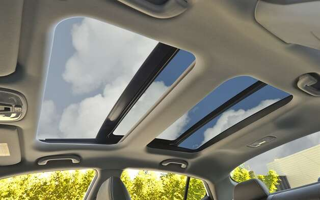 Optima hybrid's double roof panels and glass moonroof