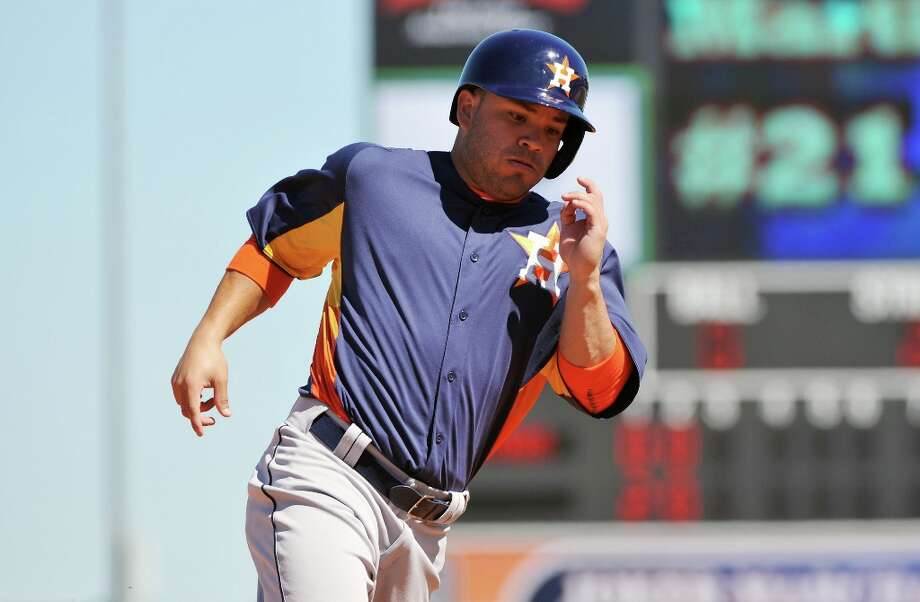 Infielder Jose Altuve runs to thrid base. Photo: Al Messerschmidt / 2013 Getty Images