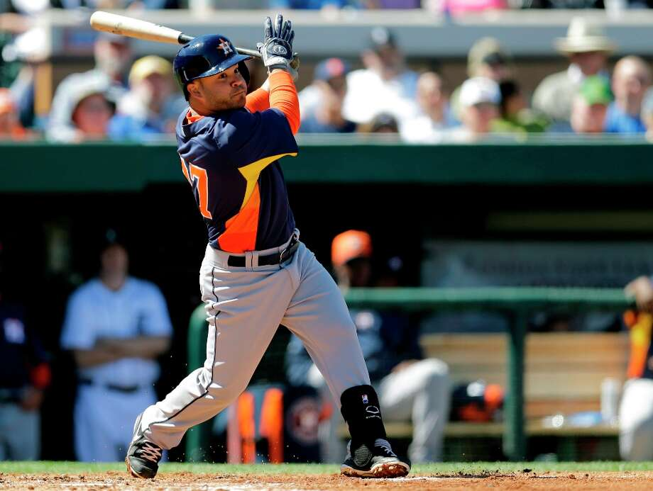 Jose Altuve watches his double during the third inning. Photo: David J. Phillip