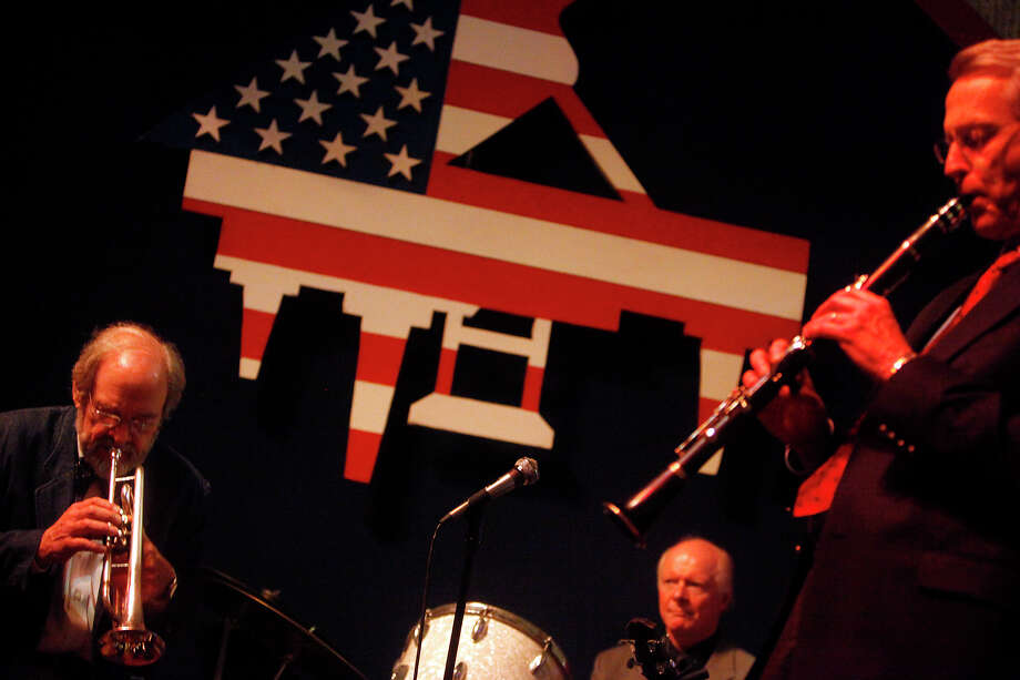 Cullum leads the band at the Landing May 14, 2009. Photo: Jennifer Whitney, San Antonio Express-News / San Antonio Express-News