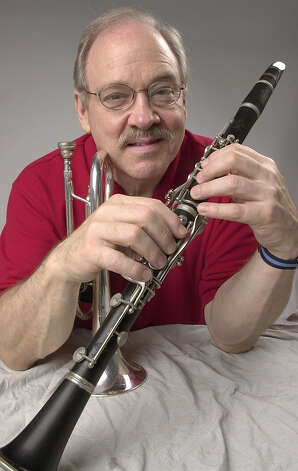 Jim Cullum with his cornet and his dad's clarinet in 2003. Photo: JUANITO GARZA, SAN ANTONIO EXPRESS-NEWS / SAN ANTONIO EXPRESS-NEWS