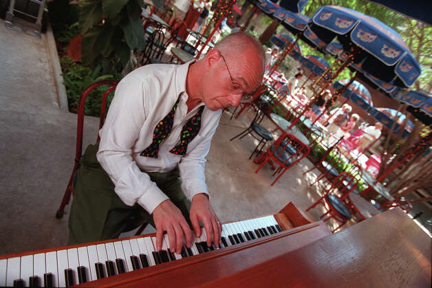John Sheridan is a world-famous traditional jazz pianist who is a member of the Jim Cullum Jazz Band and also has a busy solo career. Photographed at The Landing Wednesday October 13, 1999 in San Antonio. Photo: ROBERT MCLEROY, SAN ANTONIO EXPRESS-NEWS / SAN ANTONIO EXPRESS-NEWS