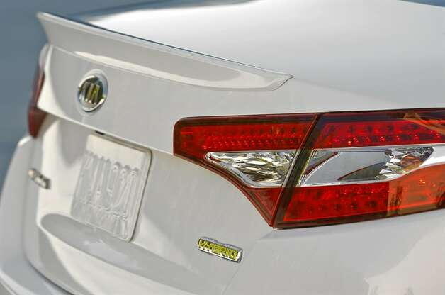 Optima hybrid taillight design
