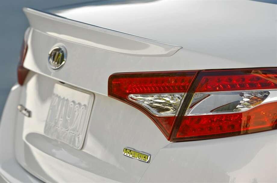 Optima hybrid taillight design