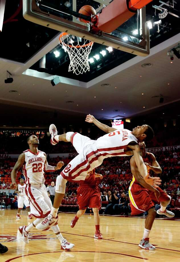 Who's hot - Oklahoma:The Sooners tied an NCAA single-game record by sinking all 34 free throw attempts against Iowa State. It was the first time an NCAA team hit that many foul shots without a miss in a game since Samford accomplished the feat against Central Florida on Dec. 20, 1990. Photo: Steve Sisney, Associated Press / The Oklahoman
