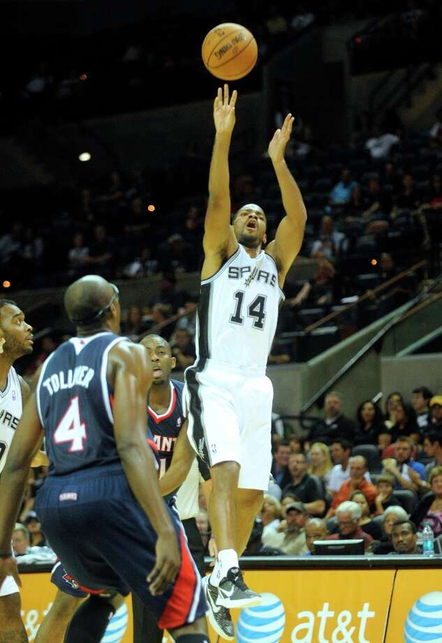 Gary Neal of the Spurs shoots against Atlanta during preseason NBA action at the AT&T Center on Wednesday, Oct. 10, 2012. Photo: Billy Calzada, San Antonio Express-News / © San Antonio Express-News