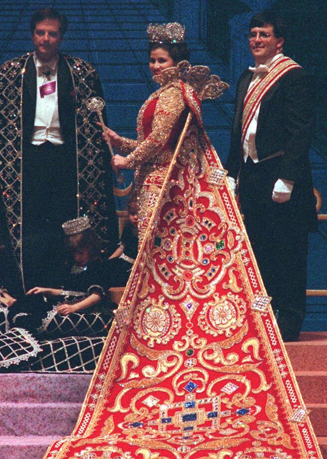 1998, Jennifer Lewis McSween: Queen of the Court of  Resplendent Arts. Photo: John Davenport / San Antonio Express-News / SAN ANTONIO EXPRESS-NEWS