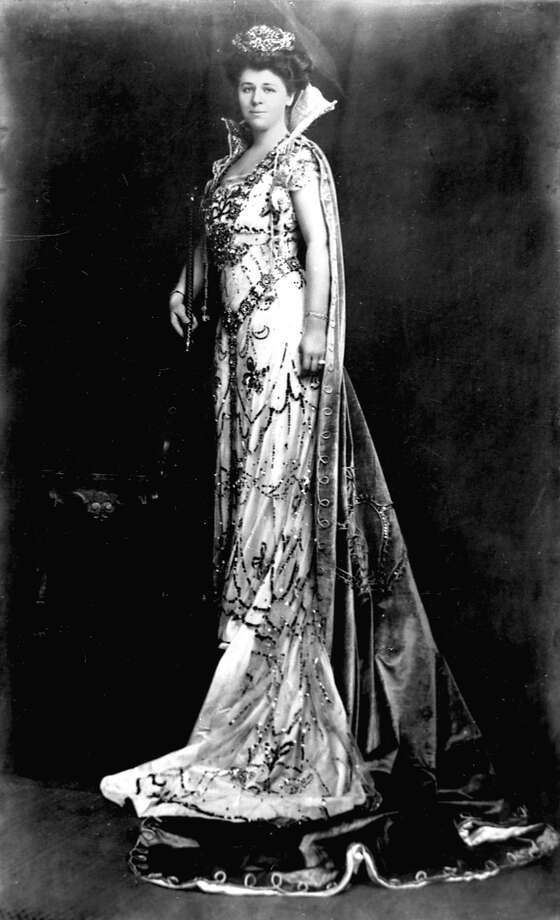 1909, Eda Kampmann: Fiesta's first queen ruled over the Court of Flowers. Photo: Courtesy Photo / San Antonio Conservation Society,  Raba Collection / San Antonio Conservation Society