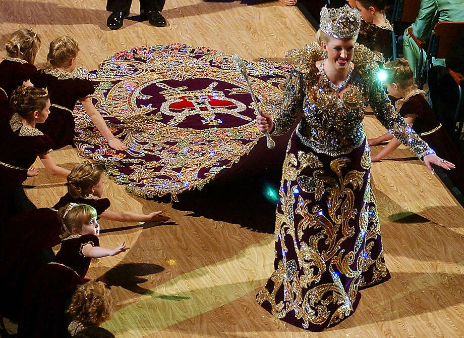 2003, Patricia Ann Sinclair: Queen of the Court of the Royal Crowned Jewels. Photo: Billy Calzada / San Antonio Express-News / SAN ANTONIO EXPRESS-NEWS