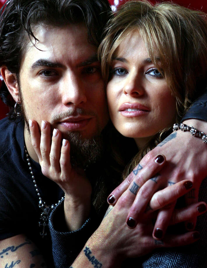Dave Navarro and Carmen Electra pose for a photo at Disney's California Adventure in Anaheim, Calif., Jan. 18, 2004. Photo: STEFANO PALTERA, AP / AP