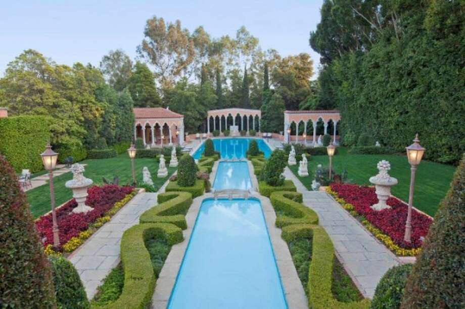 What do those hedges say? In the huge yard, all photos via Trulia Luxe and MLS.