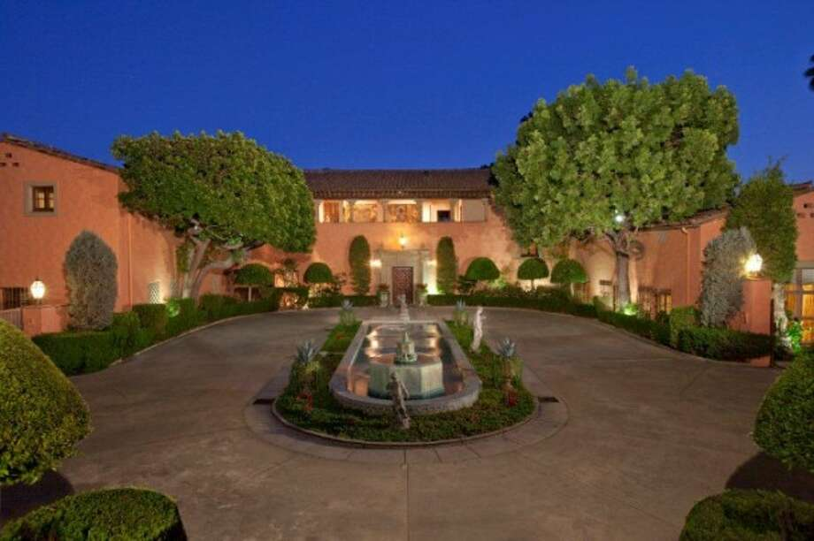 Approaching the famed estate. All photos via Trulia Luxe and MLS.