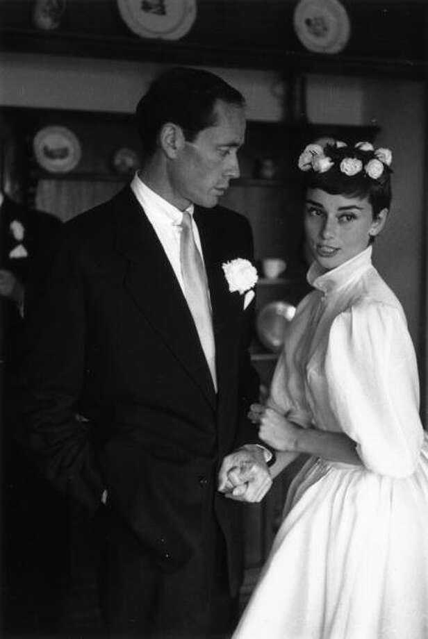 1954:  Film star couple Audrey Hepburn and Mel Ferrer on their wedding day. Dress designed by Balmain. Photo: Ernst Haas, Getty / Ernst Haas