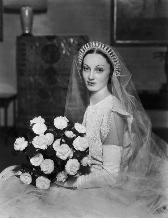 1932:Bride, Muriel Phillipsbourne who married Oscar Botero  Photo: Sasha, Getty / Hulton Archive