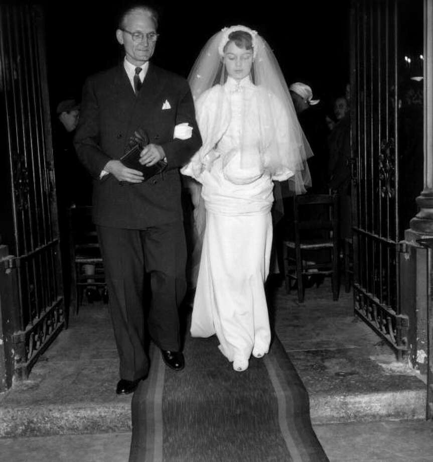 1952:Brigitte Bardot with her father Charles during her wedding to director Roger Vadim  Photo: RDA, Getty / 2007 Getty Images