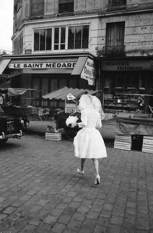 1963: A solitary bride crossing a Parisian street. Photo: Alfred Eisenstaedt, Getty / Time & Life Pictures/Getty Images