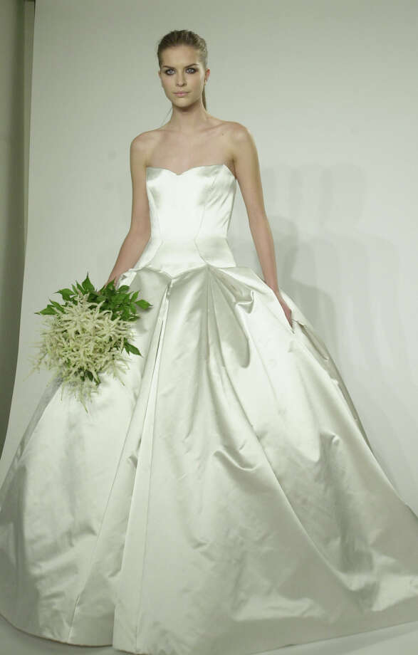 2001: A Vera Wang wedding dress  Photo: LOUIS LANZANO, AP/Getty / AP