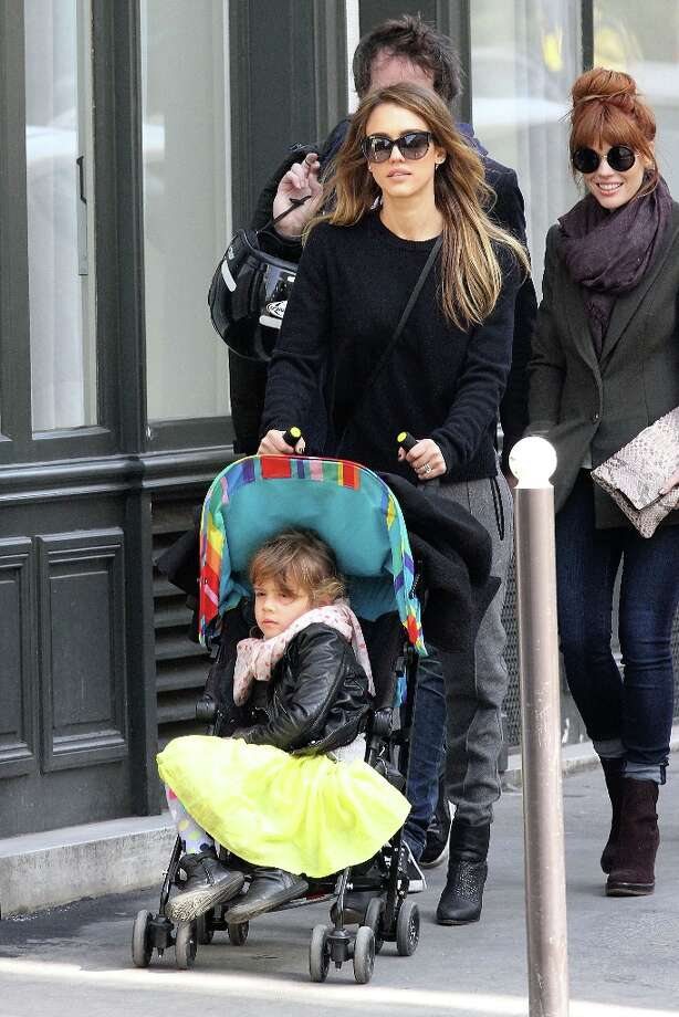 Actress Jessica Alba  and her daughter Honor Warren are sighted in the 'Saint-Germain-des-Pres' area on March 4, 2013 in Paris, France. Photo: Marc Piasecki, FilmMagic / 2013 Marc Piasecki