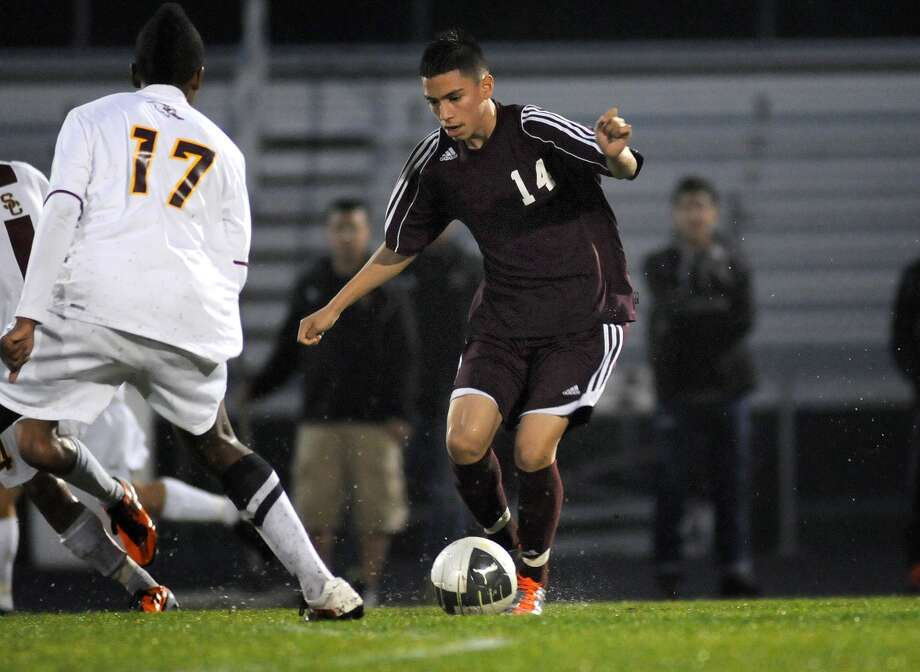 Northbrook midfielder Vicente Perez and the Raiders will be hard-pressed to secure their third consecutive district title, but a playoff berth seems well within reach. Photo: Jerry Baker, Freelance