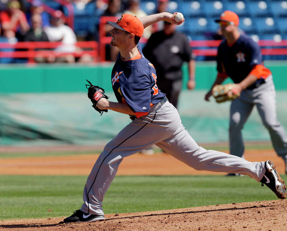 Astros pitcher Lucas Harrell makes a throw in the first inning. Photo: David J. Phillip