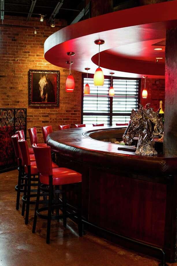 La Casa del Caballo's bar. Photo: Nick De La Torre, Chronicle / © 2013 Houston Chronicle
