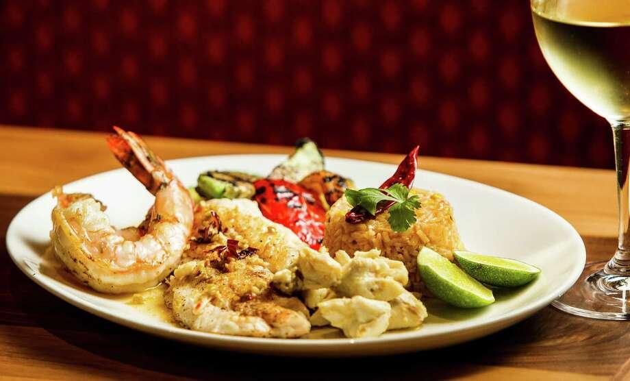 La Casa del Caballo shrimp and filet filete plate. Photo: Nick De La Torre, Chronicle / © 2013 Houston Chronicle