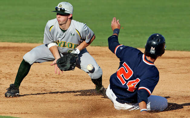 Roadrunner Daniel Rockett gets into second base safely as Baylor second baseman Lawton Langford misses the catch from the plate in the third inning as UTSA hosts Baylor at Wolff Stadium in San Antonio on April 24, 2012. Photo: TOM REEL, San Antonio Express-News / San Antonio Express-News