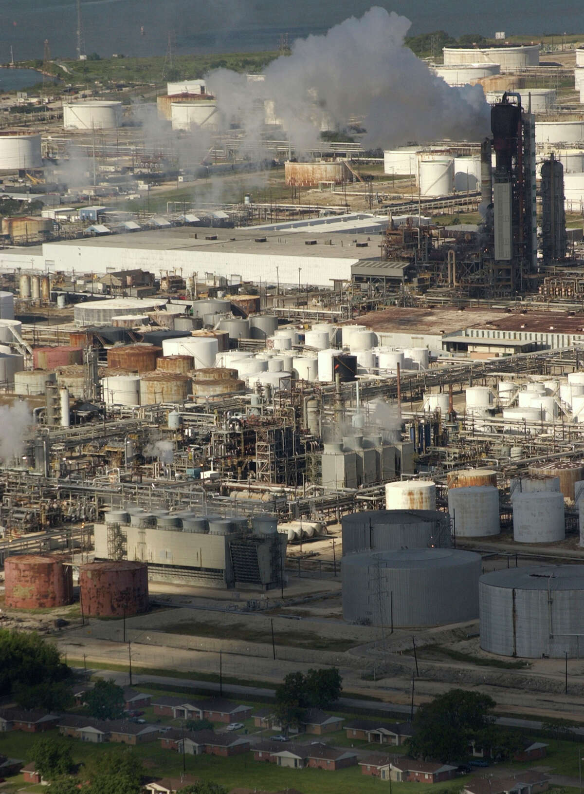Exxon Mobil Corp. plans to expand the ethylene and polyethylene capacities of its ExxonMobil Chemical Co. complex in Baytown, shown in a 2004 file photo.