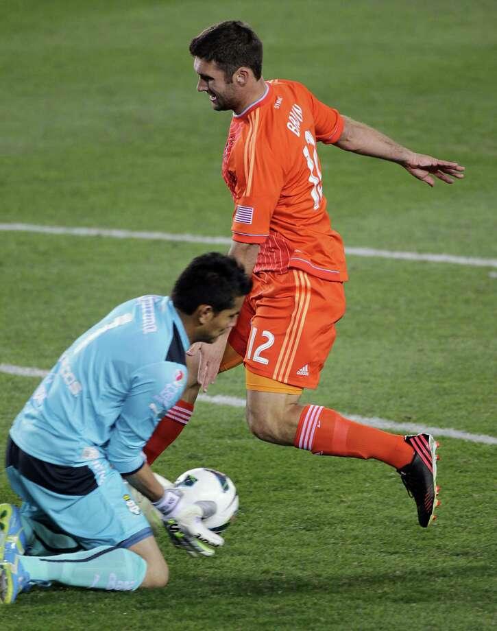 Santos Laguna's goal keeper Oswaldo Sanchez left, blocks a shot by the Dynamo's Will Bruin. Photo: James Nielsen, Houston Chronicle / © 2013  Houston Chronicle