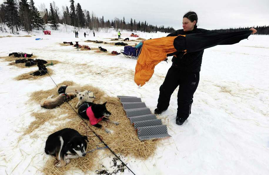 Christine Roalofs prepares to rest with her dogs at the Finger Lake checkpoint in Alaska during the