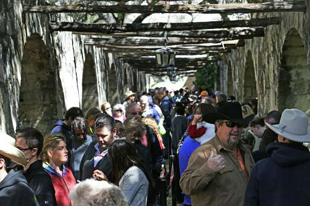 On Sunday, visitors to the Alamo were reported to have waited in line four hours to see the Travis letter. Photo: Bob Owen / San Antonio Express-News