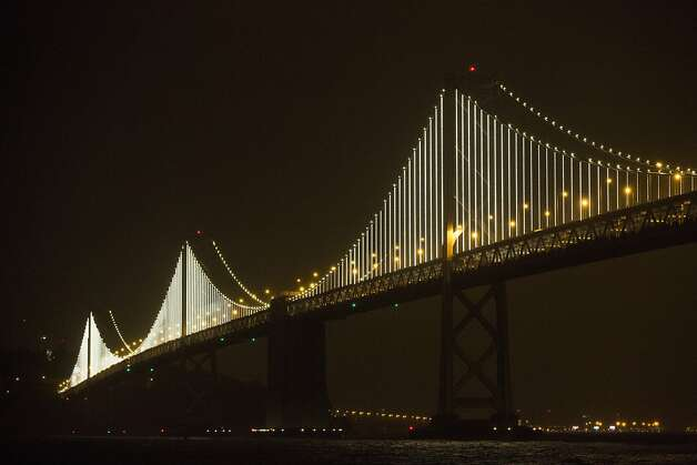 LED display puts Bay Bridge in new light