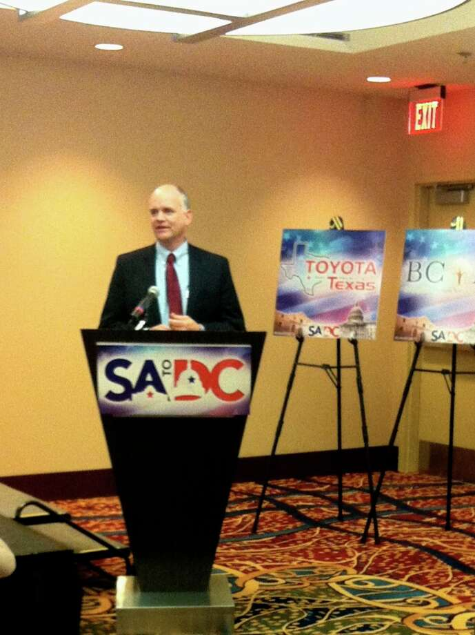Ron Fournier introducing the discussion to members of SA to DC.