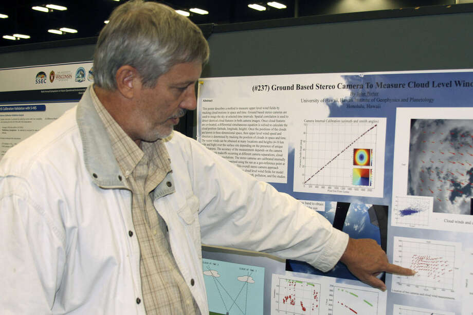 Dr. John Porter described his latest atmospheric research at a meeting of the American Meteorological Society. Photo: Forrest M. Mims III / For The Express-News