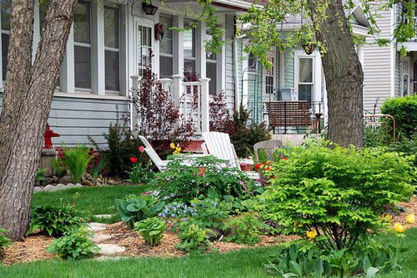Curb appeal: You can't sell a home without getting people through the door. You might have an amazing home with exquisite details, but bad curb appeal won't attract buyers. (Photo: Donna Sullivan Thomson) Sources: Yahoo and Money Wise