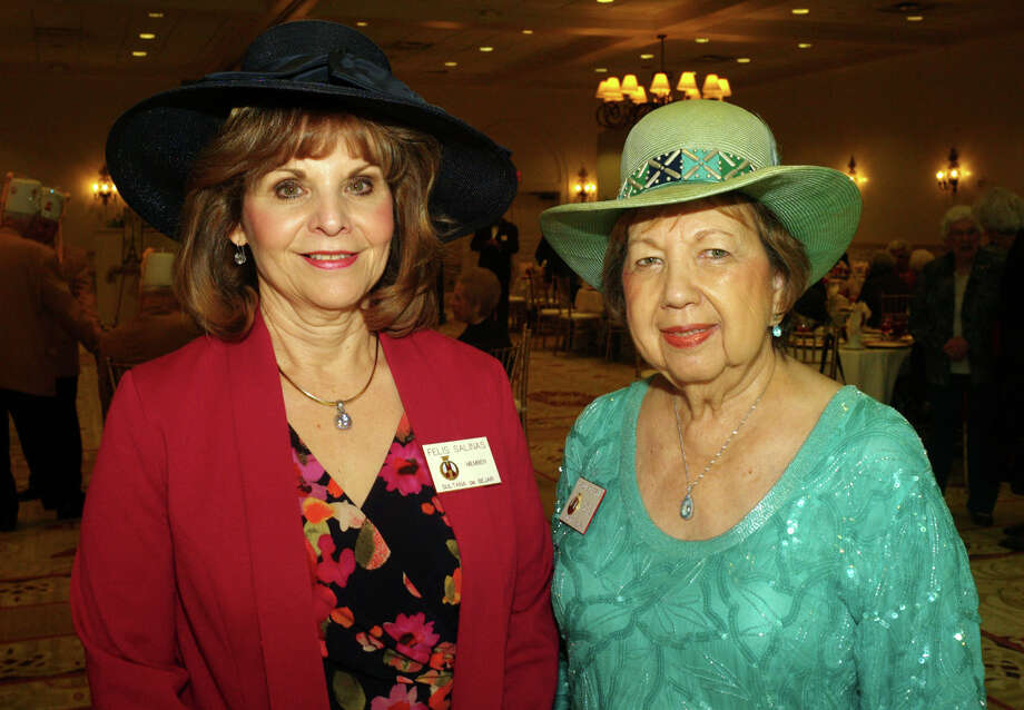 Felis Salinas (left) and Caroline Perkins Photo: LELAND A. OUTZ, For The Express-News / SAN ANTONIO EXPRESS-NEWS
