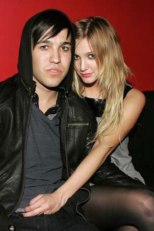 Jessica Simpsons sister, Ashlee Simpson, married Fall Out Boy musician Pete Wentz in 2008 when she was 23. Their son, Bronx Mowgli Wentz, was born later that year. They divorced three years later. Photo: Bryan Bedder, Getty Images / 2007 Getty Images