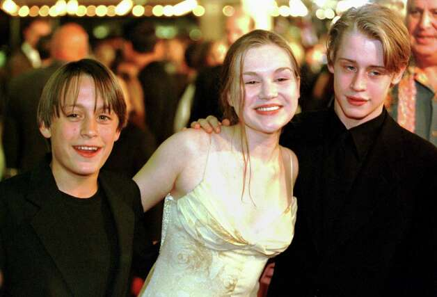Macaulay Culkin (right) married actress  Rachel Miner (center) when both were 17. The marriage lasted four years. Photo: HECTOR MATA, AFP/Getty Images / AFP