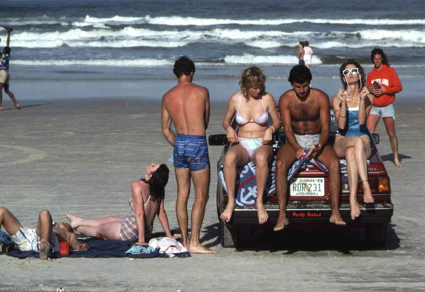 The more things change, the more they stay the same. College kids from ... 1986 catch sun rays durin